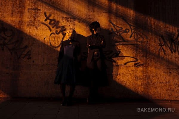 Изображают Хэя и Инь на фоне граффити