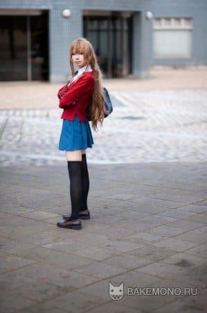 Девушка выглядит как персонаж из ToraDora