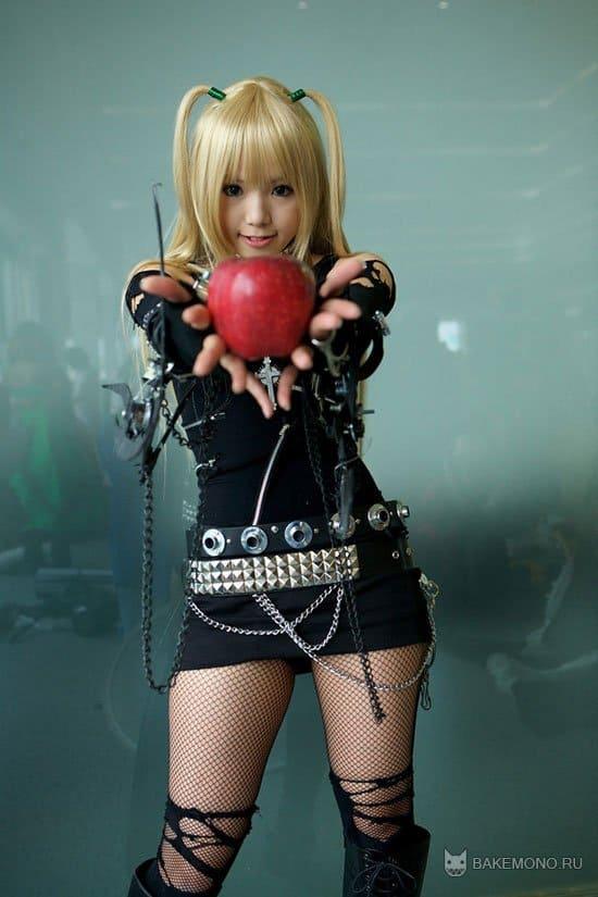 Косплей Мисы с яблоком