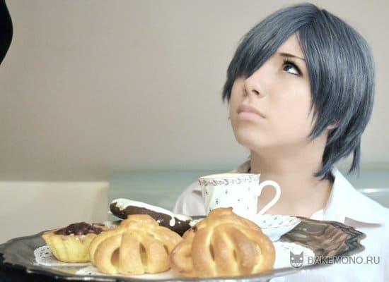 Фото девушки с булочками и чаем