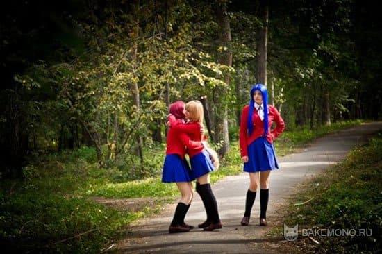 Девушки в образе героинь в лесу